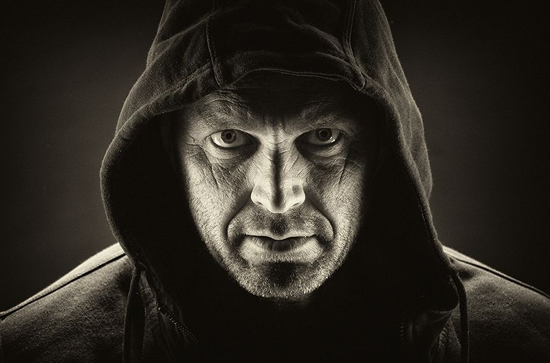 MYSTERIOUS_MAN_by_Tracy_Hughes.jpg.f98de5c2a87d5d921dab097b084a951d.jpg